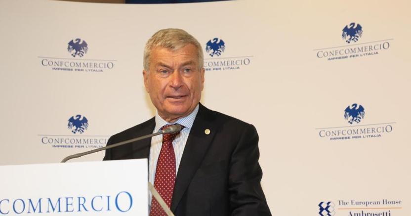 Il presidente di Confcommercio Carlo Sangalli (Ansa)